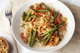Foto van Oosterse boontjes met gehakt en bruine rijst
