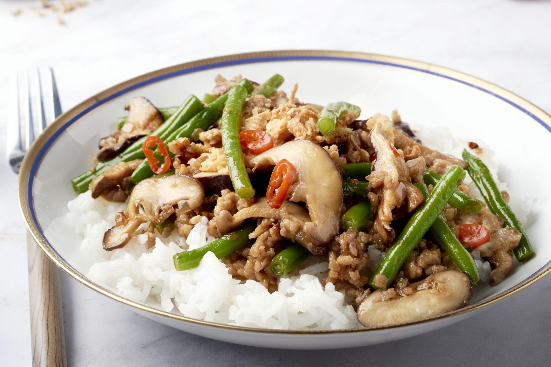 Oosterse wok met gehakt en boontjes