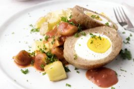 Foto van Vogelnestjes met tomaat-champignonsaus en geroosterde aardappelen