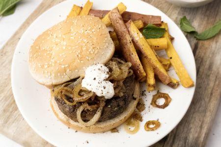 Champignonburger met zoete aardappelfrietjes