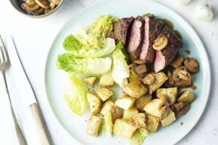Steak met balsamico-champignons en geroosterde aardappelen