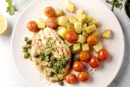 Piccata van kip met citroen-kappertjessaus en gepofte kerstomaatjes