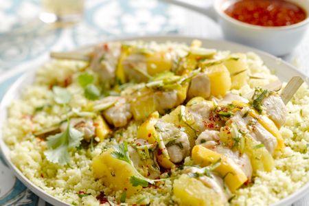Kipbrochette met ananas en mango