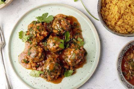 Kruidige gehaktballetjes met Perzische tomatenrijst