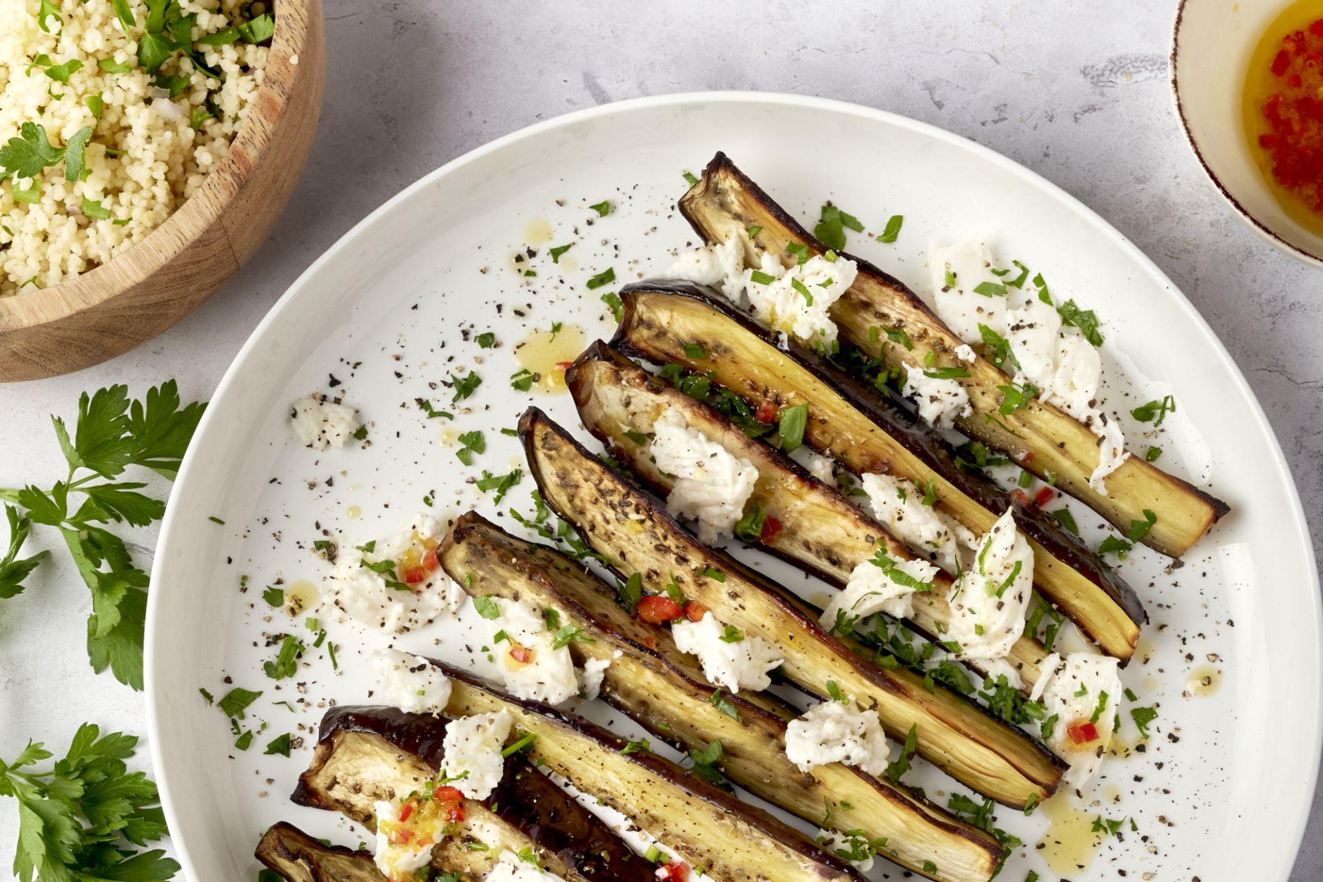 Geroosterde aubergine met mozzarella, citroen en couscous