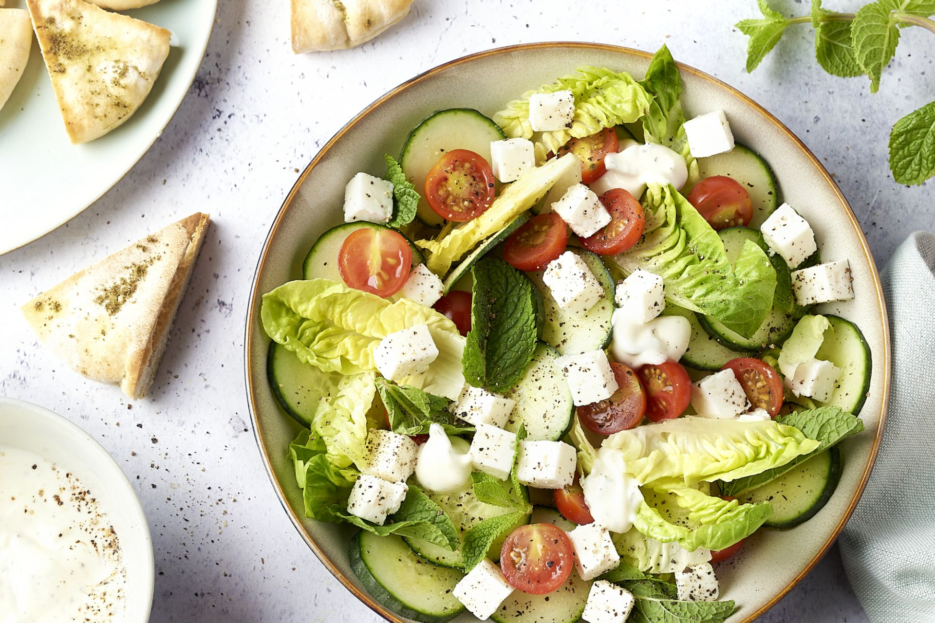 Salade fattoush met pitakrokantjes en feta