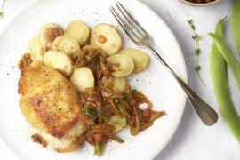 Foto van Cordon bleu met snijbonen in tomatensaus en aardappelplakjes