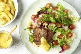 Foto van Steak bearnaise met sla en ovenfrietjes