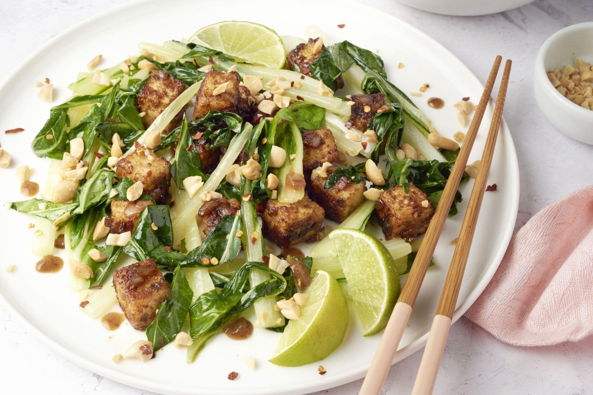 Pittige tofu met pinda en paksoi