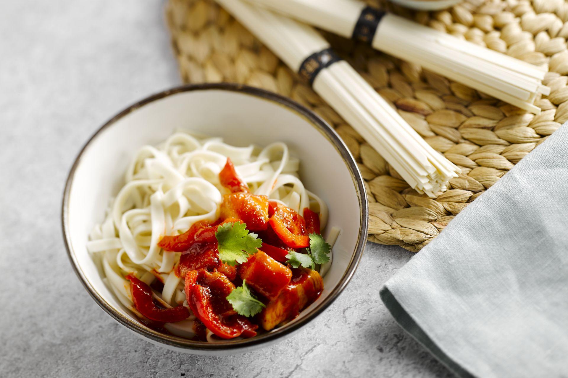 Zoetzure kip met udon noedels