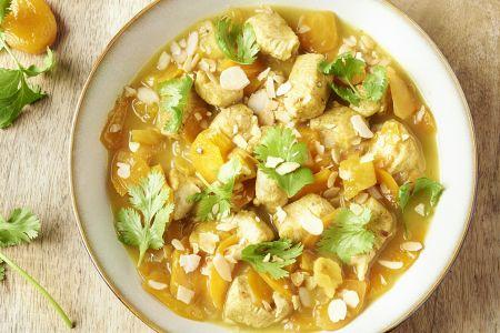Couscous met kip, abrikozen en amandelen