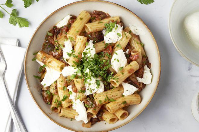Tortiglioni met aubergine en mozzarella