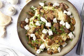 Foto van Snelle romige polenta met balsamicochampignons en geitenkaas