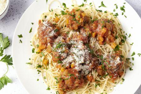Spaghetti met vegetarische balletjes in tomatensaus