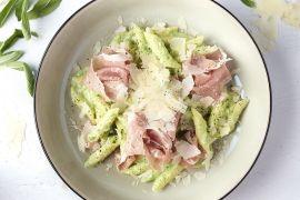 Foto van Penne met romige broccolisaus en Italiaanse ham