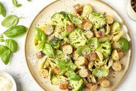 Foto van Conchiglie met pesto, broccoli en kalkoenworst