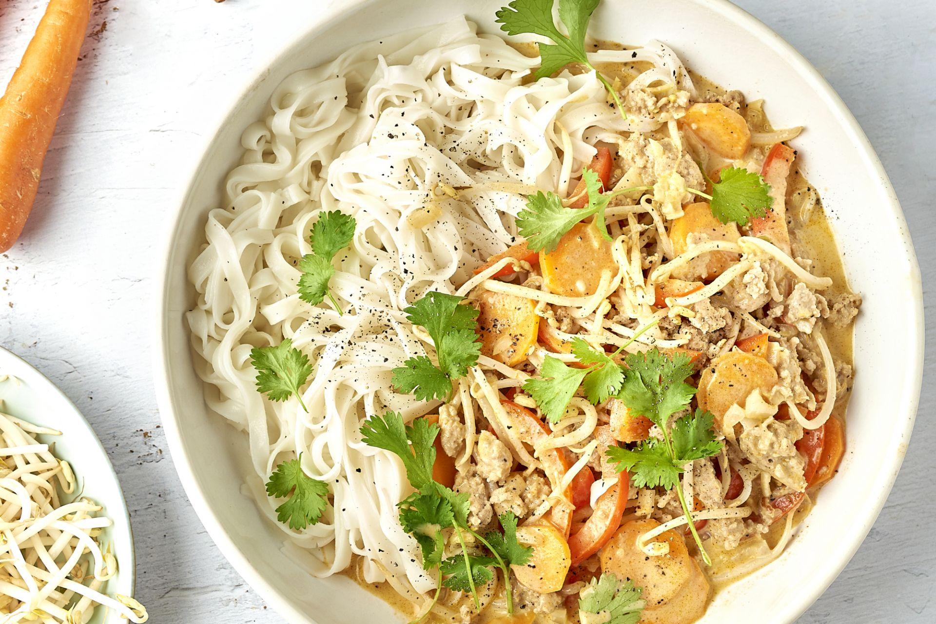 Panang curry met gehakt en rijstnoedels
