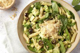 Foto van Pasta 'verde' met broccoli, courgette, spinazie en knoflookcrunch