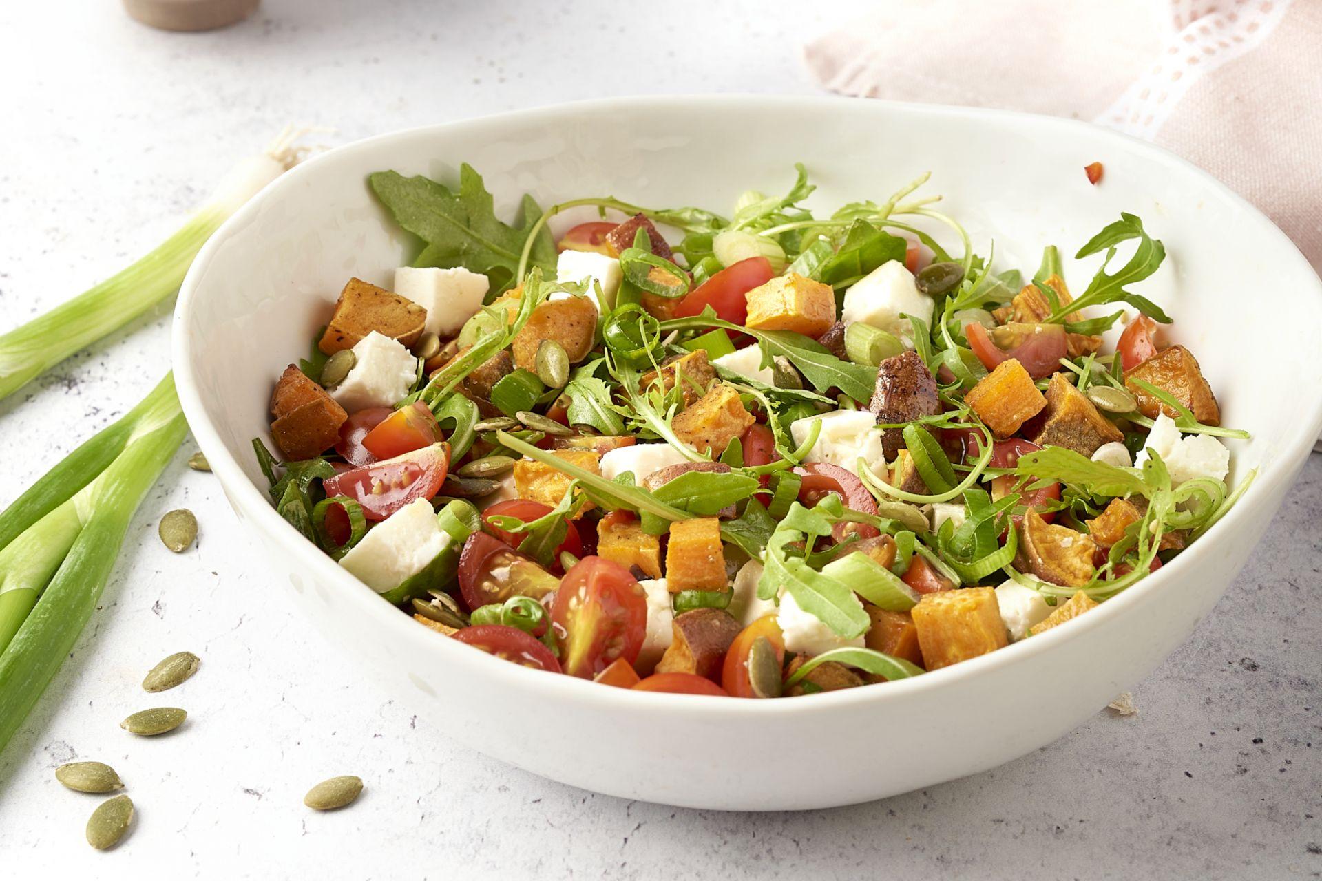 Zoete aardappelsalade met feta