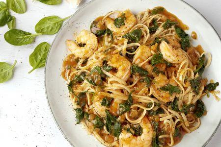 Linguine met scampi's en spinazie