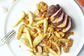 Foto van Steak met Stroganoffsaus en ovenfrietjes