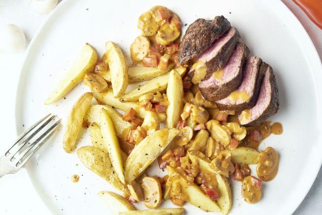 Steak met Stroganoffsaus en ovenfrietjes