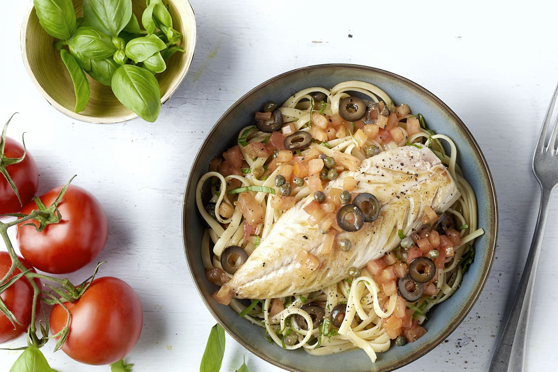Gebakken makreel met warme tomatenvinaigrette en linguine