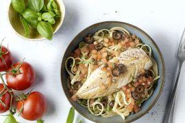 Foto van Gebakken makreel met warme tomatenvinaigrette en linguine
