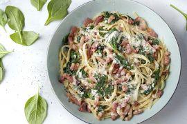 Foto van Linguine met spinazie in roomsaus en gebakken spekjes