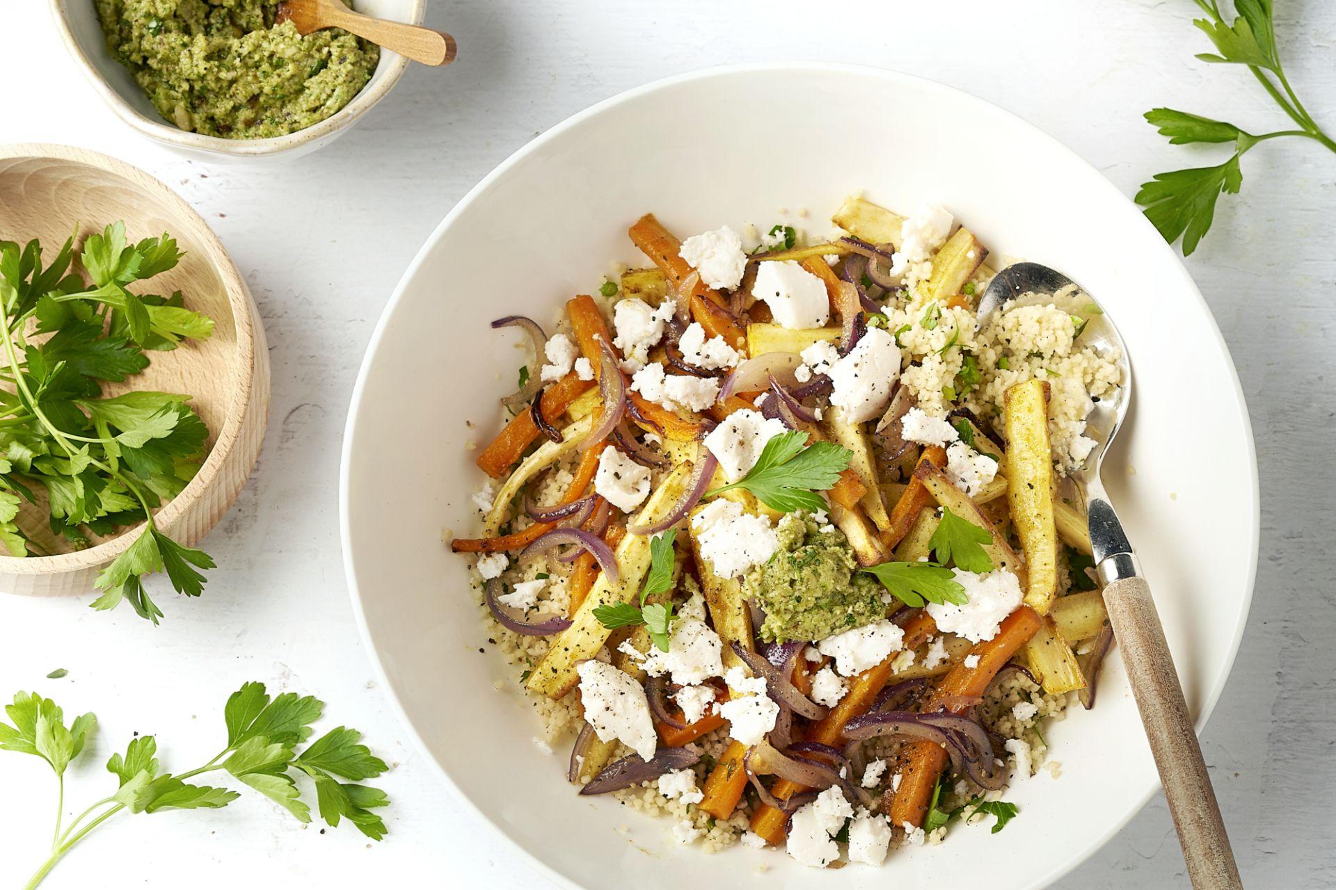 Couscous met geroosterde groenten, geitenkaas en notenpesto