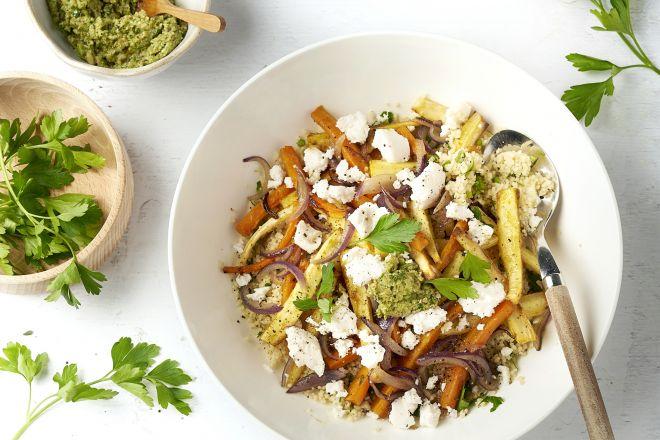 Couscous met geroosterde herfstgroenten, geitenkaas en notenpesto