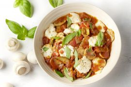 Foto van Vegetarische one pot lasagne met zongedroogde tomaten en mozzarella