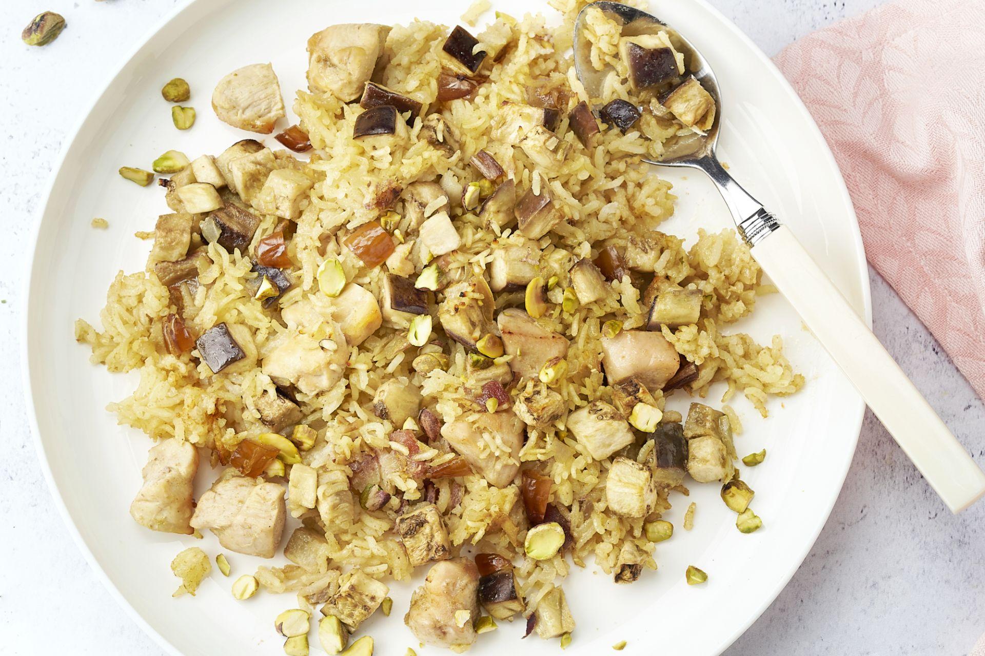 Marokkaanse ovenschotel met rijst, kip en dadels