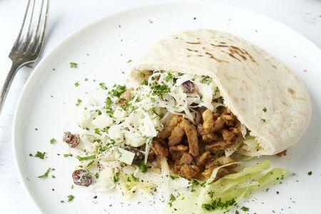 Pita met kalkoenshoarma en coleslaw