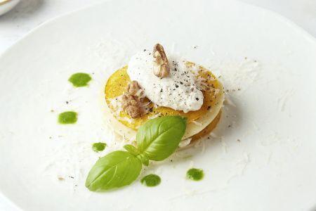 Open lasagne met geroosterde pompoen, ricotta en basilicumolie