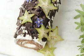 Foto van Chocolade kerststronk met roomkaasvulling