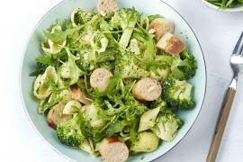 Foto van Conchiglie met rucolapesto, broccoli en kalkoenworst