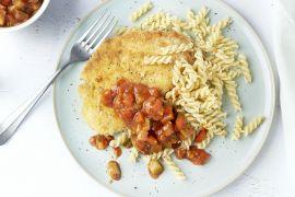 Foto van Kipschnitzel met spirelli en ratatouille