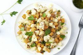 Foto van Warme quinoasalade met zoete aardappel en bloemkool