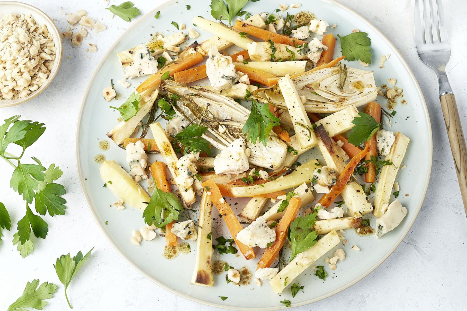 Geroosterde groentenschotel met blauwe kaas
