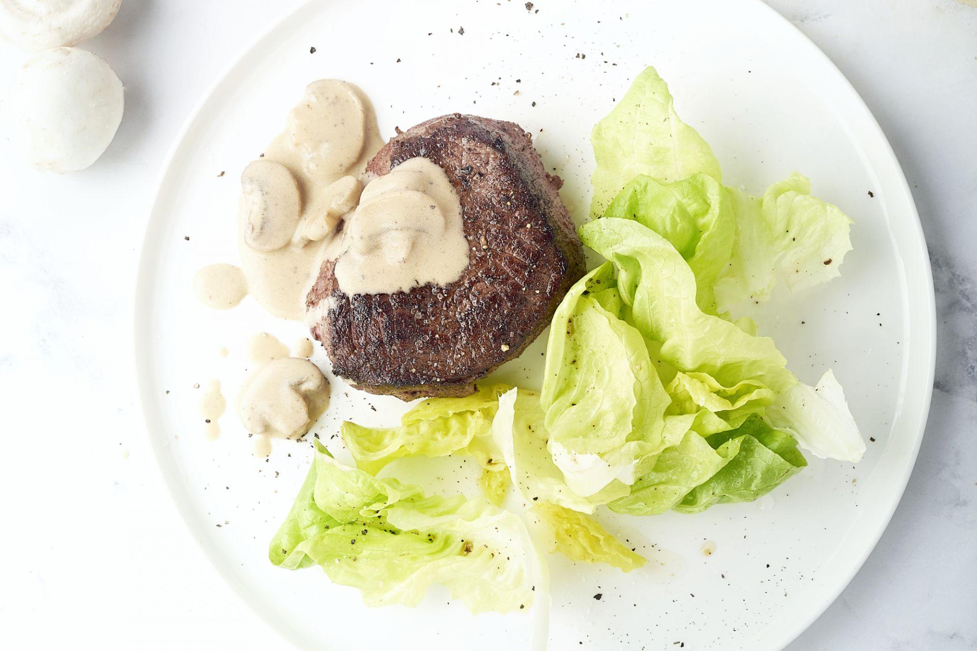 Steak friet met champignonroomsaus