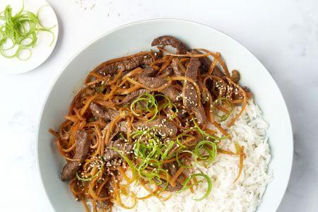Wok met runderreepjes teriyaki en rijst