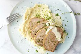 Foto van Gehaktbroodje met seldersaus en aardappelpuree