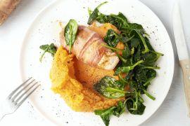 Foto van Kipfilet in spekjasje met zoete aardappelpuree en spinazie