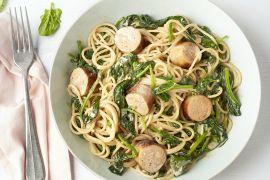 Foto van Spaghetti met spinazie-mascarponesaus en kalkoenworst