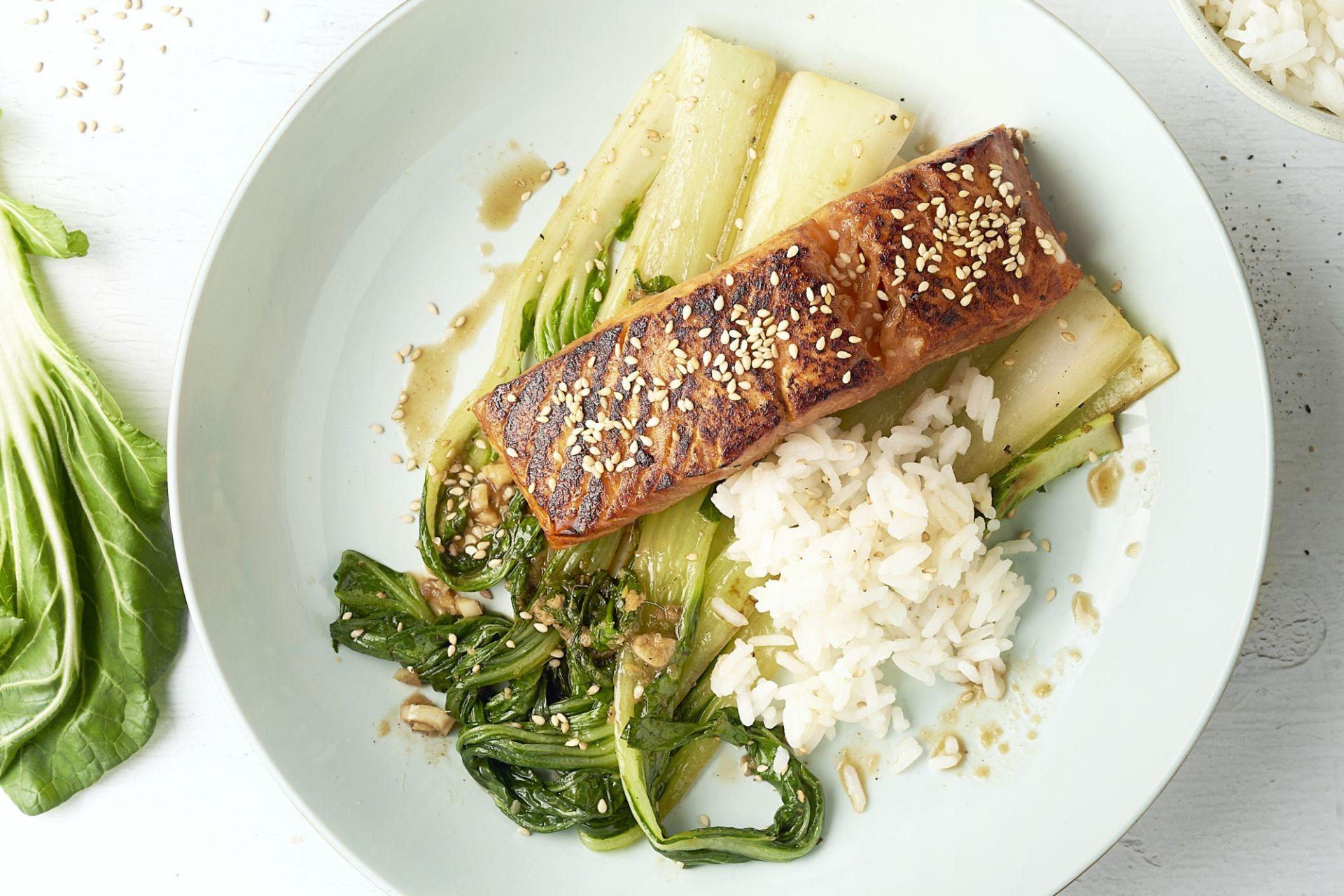 Zalm teriyaki met paksoi en rijst