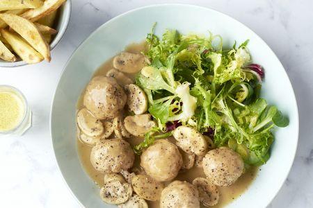 Vol-au-vent van kippengehaktballetjes met ovenfrietjes