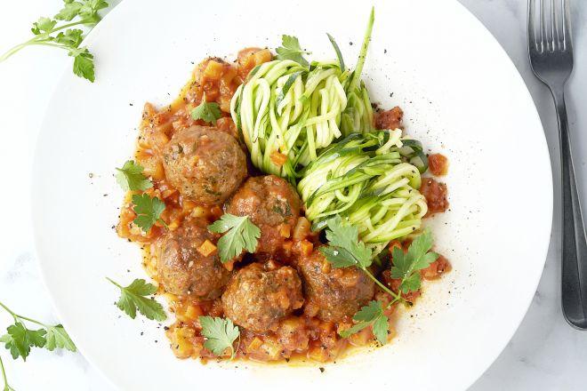 Marokkaanse gehaktballetjes in tomatensaus met courgettespaghetti