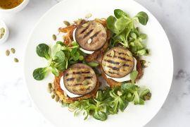 Foto van Torentjes van wortelkoekjes, gegrilde aubergine en mozzarella
