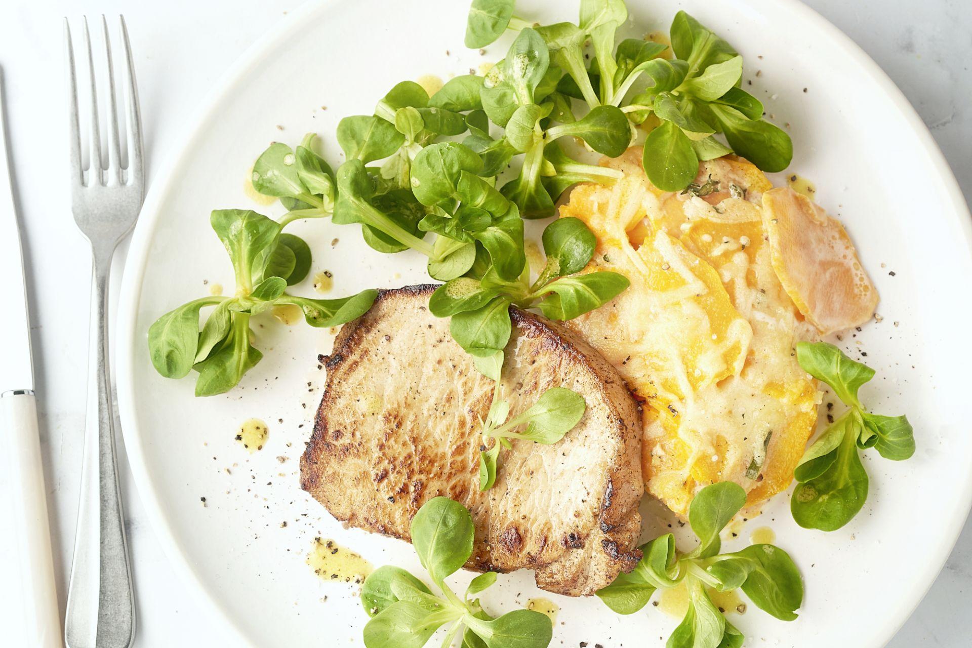 Varkenslapje met zoete aardappelgratin